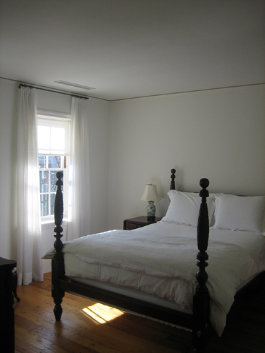 10-white-guest-room-copy_icon@2x
